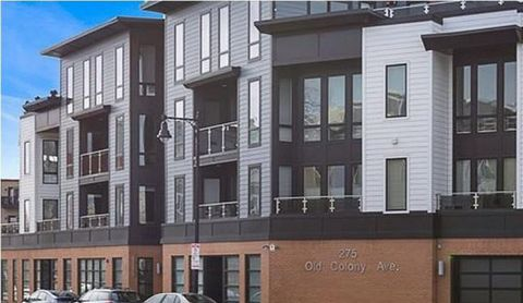 Unique opportunity to own a recently built 2 bedroom, 2 bath condo with a heated garage parking space for under $700k in South Boston. Whether it be the beach or Broadway shops and restaurants, this high-end condo is minutes from all the of action in...