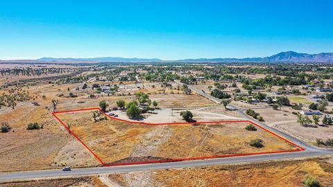 Stunning ready to build, desirable lot in the heart of Chino Valley. Located next door to well known restaurant with great access and utilities at the property line. Flat, level easy build lot make this stand out. Zoned industrial or commercial, this...
