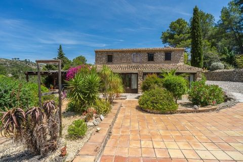 Beautiful country property with character for sale in Lliber, Jalon Valley. This 5 bedroom 3 bathroom finca is a beautiful family home that will enchant visitors with its rustic and classical features.It also benefits from a separate guest house with...