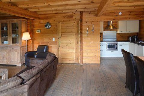 Dieses schöne Chalet für 6 Personen liegt auf einem eigenen Grundstück, etwa 2,5 km außerhalb des Zentrums von Medebach. Das vollständig aus Holz errichtete Chalet ist sehr komfortabel eingerichtet und hat Boxspringbetten, Teakmöbel, Ledersofas, eine...