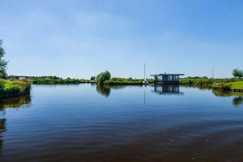 This special water villa is located in the middle of the beautiful nature reserve called the Wijde Ee and features a private sauna overlooking the water. Please note! This house can only be reached by boat. It is possible to reserve a boat (for a fee...
