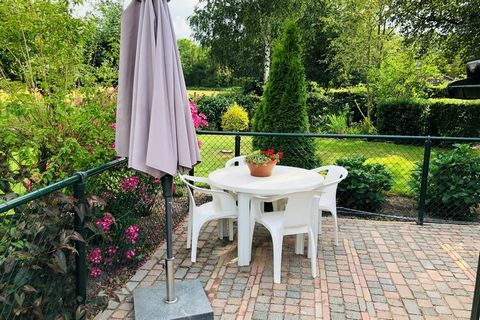 This quietly located holiday home with rural view can be found in Noordwolde. There is 1 bedroom, which makes it perfect for a romantic holiday with your loved one. Around the house, you'll find green surroundings with cows grazing in the meadows. Th...