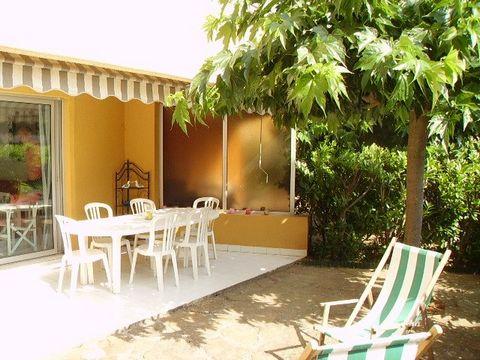 LE LAVANDOU - Dans une résidence de standing avec piscine superbe 3 Pièces en rez de jardin avec terrasse ombragée de 40 m2. Proche des commerces et d