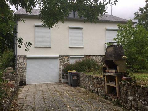 Maison de 160m2 habitable sur sous-sol total aménagé très proche du centre ville de Vendôme sur un terrain de 500m2. Combles à terminer et prévoir tra