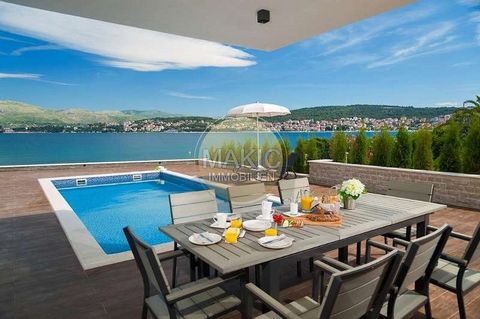 Villa Sonne This stylishly decorated holiday home is located on the island of iovo, in the immediate vicinity of a beautiful pebble beach. It is well equipped and offers you the best conditions for a relaxing holiday. In the basement of the house the...