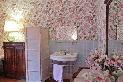 Maison de vacances au charme italien, dans les Vosges. Cette maison familiale accueillante pleine de détails d'art déco a été bâtie en 1907 par le grand-père des propriétaires actuels. Le caractère original de la maison a heureusement été préservé de...