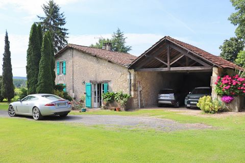 At the end of a communal path which climbs on the slopes of the Dordogne, you will find this beautiful farm. Very old, it has been rehabilitated and renovated for 25 years by the owners. Today it offers you a main house ideal for bed and breakfast, w...