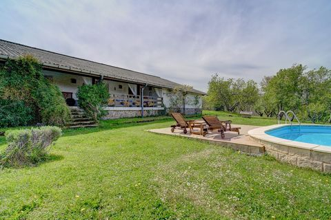 Magnificent detached house in the Goierri area, with spectacular views of the Txindoki.Si you want to enjoy nature and absolute peace, with 9.5 hectares of land at your disposal to use and distribute in a thousand different ways, as far as the imagin...