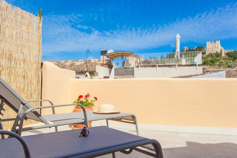Disfruta del espíritu mallorquín en esta casa de pueblo para 4 personas en Artà. En esta bonita casa de 120 m2 podrás disfrutar cómodamente de un tranquilo desayuno en el coqueto patio amueblado, o de una cena con amigos bajo las estrellas del cielo ...
