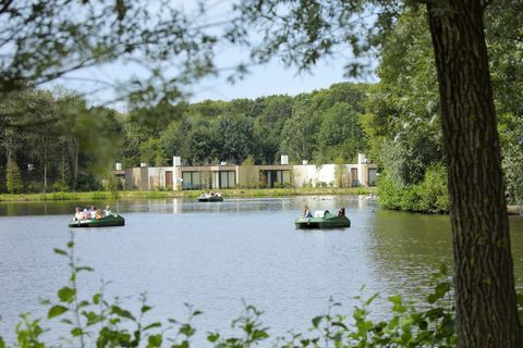 You do not need to go to the tropics for a vacation. Welcome to the Heijderbos! Tropical birds fly around you in the covered tropical world: In the Jungle Dome and in the Aqua Mundo you can see real fish. Enjoy a drink under the palm trees at the Mar...