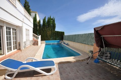 Spacious villa with private swimming pool and sea views, in the popular area of Los Dolses.||5 bedrooms, 3 bathrooms, living room with access to a spacious terrace, a kitchen and a billiard and table tennis room. From the terraces and the solarium ov...
