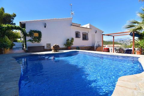 A detached 3 bedroom villa in Moraira (Costa Blanca,) with beautiful montain views and private swimming pool, just 2.5 km distance to the beach. This property is located in a quiet complex, situated just 1,2 km distance to supermarkets, restaurants a...
