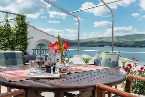 This is a lavish 2-bedroom apartment in Arbanija. It has a Jacuzzi for relaxation and is perfect for a seaside vacation with family.The home is 4 km away from picturesque town of Trogir. The sea beach with its crystal-clear waters is just 10m away. Y...