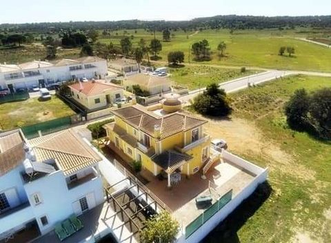 House of typology t4, located in the Parish of Algoz, Municipality of Silves. It consists of basement / garage with 130 m2, ground floor and 1st floor, built in 2015 oriented to 4 cardinal points. Ground floor contemplates, entrance hall, with wate...
