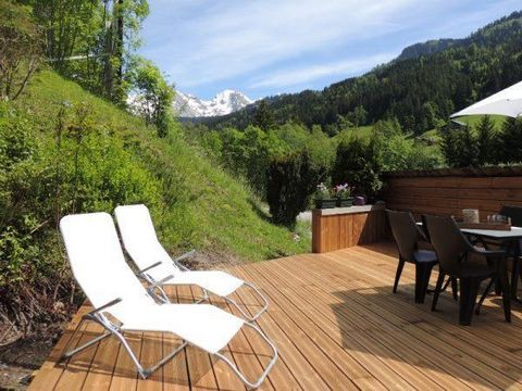 Residence La Duche, no lift, is located in Le Grand-Bornand Village, in Pont de Suize area, 500 meters from the ski slopes. You'll find a skibus stop only 20 meters from your residence. Surface area : about 42 m² including 2 m² under 1.80 m. 3rd floo...