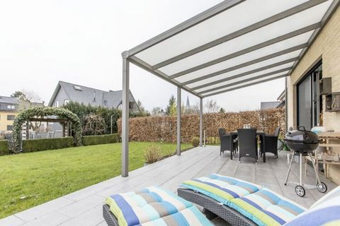 Magnificent holiday home in Kettenis for 8 adults in 3 bedrooms. Close to the center of Eupen and shops, this location has a vantage location. With a swing set, trampoline and playroom containing table tennis table and billiards ensure that children ...