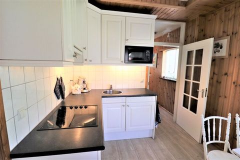Enjoy this quiet holiday home that has a beautiful setting. The stay is ideal for a family or 4 friends and it is possible to bring your own horse. There are plenty of beautiful equestrian routes in the Gorredijk area, as well as cycling and hiking t...
