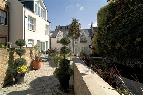 Superb Development Of Five Prestigious Two And Three Bed Houses Clapham London Euroresales Property ID – 9825186 Property information: For sale is this impressive Freehold development of five prestigious two or three-bedroom houses – each with its ow...