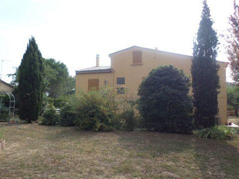 SOYONS- maison de 200 m² environ sur un terrain plat de 2000 m², se compose au rdc d'un appartement (cuisine, chambre, salon, salle d'eau), à l'étage