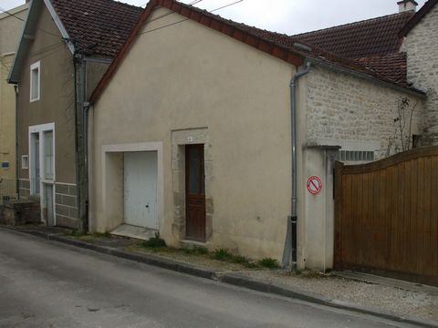 Ancy-le-Franc, attelier-garage de 42m2 à rénové, ou à transformé en logement sans terrain. Prix de vente 21 000 Honoraires charge vendeur REZOXIMO