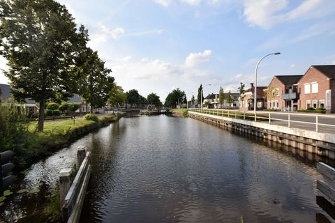 With tasteful furnishings and 1 bedroom, this is a holiday home in Musselkanaal hosts 2 people, which makes it an ideal accommodation for a couple on a romantic holiday or peace seekers. The holiday home has a furnished garden to enjoy outdoor living...