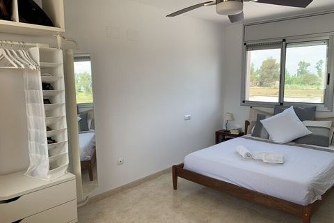 This stunning holiday home in Amposta is an impressive natural park, ideal for lovers of nature and gastronomy. You will be captivated by the beauty of the area, the rich flora and fauna and the wide range of fun activities for the whole family. You ...