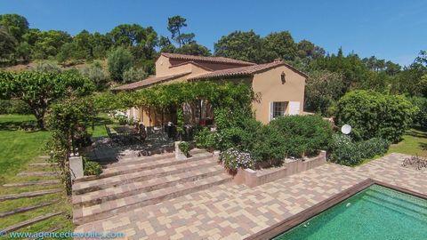 Villa de charme de 180m2 sise sur un terrain de 4680m2 au coeur de la presqu'île de Saint Tropez, très proche du Village de Gassin et des prestigieux