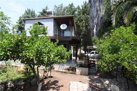 Marmaris, in the beautiful village of Hisarönü, excellent investment opportunity. Beautiful detached Villa 2 + 2 on two floors for sale ideally located 400 m from the sea. The villa has a plot of land of 536 m2, with fruit trees and garage.