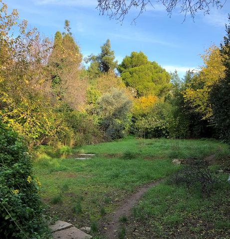 Superb Land Plot and Traditional House For Sale in Kifissia Greece Euroresales Property ID- 9825804 Land Information: The property is located in one of the most exclusive and rich areas in the suburbs of Athens in Kifissia and specifically in the sou...