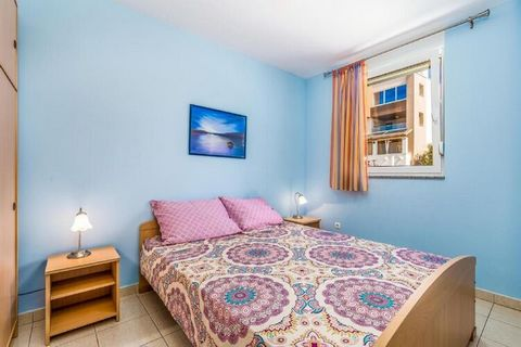 Let go of all your dreams as this home is in the village on Pag Island in Mandre, this breath-takingly beautiful apartment offers a fully equipped kitchen and a balcony. Mandre's unspoiled beaches are a few steps away. Ideal for a family, kids are al...