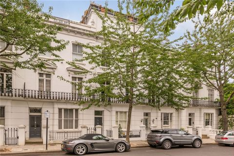 Extraordinary one bedroom apartment on the first floor, located inside this extraordinary period building, offers floor to ceiling windows, breathtaking views from the reception and direct access to a private balcony, large double bedroom with wardro...