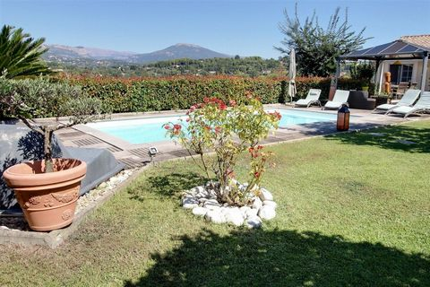 Perfect family house built in 2006 by the owners themselves. 5 min from the commercial center of Plascassier and 15 minutes drive from Cannes and Antibes. In a residential area, facing east and west with a double terrace, one of them joins the garden...
