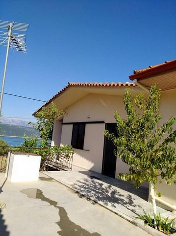 Rivio Amvrakias. For sale a detached house overlooking Lake Amvrakias. The main house of 95 sq.m. consists of two bedrooms, living room, dining room and kitchen with fireplace,bathroom and WC. The house located on the plot of 830 sq.m. and has the o...