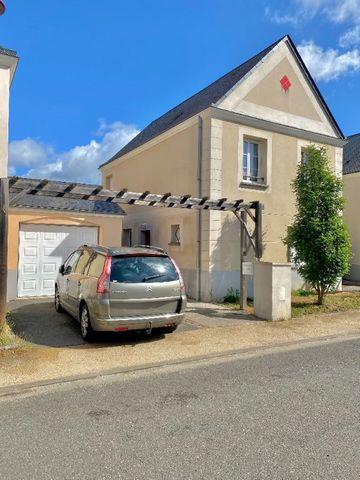 Maison vendue louée ! (Bail de 3 ans en cours) Venez découvrir cette maison récente située aux Gués de Veigné, aux portes de Chambray-Les-Tours; proches de toutes les commodités et écoles. Elle vous offrira une entrée, un grand salon/séjour de plus d...