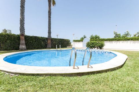 Apartment with shared pool in Playa de Piles, a few meters away from the sea, offers accommodation for 4 people After a long beach day you can wash off the beach sand in the outside shower and cool down in the chlorine shared pool which sizes 9.5 x 6...