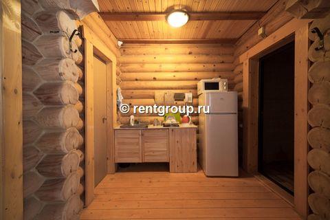 Лот №p6097184. Коттедж на 2-4 человек. Часть деревянного коттеджа с отдельным входом, общей площадью 25 кв.м., подойдет для комфортного проживания семьи с детьми. В коттедже расположены гостиная с удобным разбирающимся диваном и обеденным столом, кух...