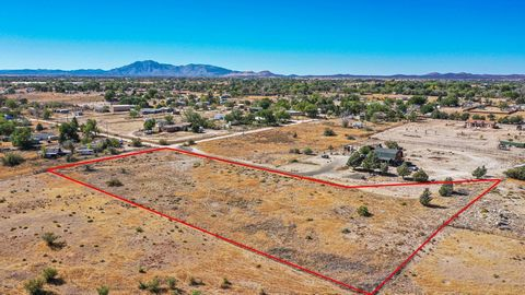 Stunning ready to build, desirable lot in the heart of Chino Valley. Great access, level and an easy build lot make this property stand out. Zoned industrial, neighboring parcels are zoned residential. Potential zoning change to residential and split...