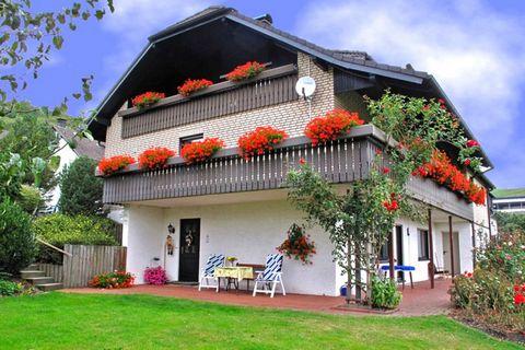 Diese schöne Ferienwohnung im Erdgeschoß liegt in Deifeld, ein Ortsteil von Medebach, einem staatlich anerkannten Erholungsort mitten im Sauerland. Sie gelangen über eine Außentreppe durch einen separaten Eingang in Ihr Urlaubsdomizil. Die helle und ...