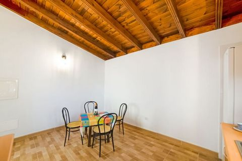 This cosy holiday home in the Genovés-Garachico, Tenerife is located in the exceptional place for nature and hiking lovers, with views of Mount Teide and the sea. There are 2- bedrooms for housing 4- people comfortably. Ideal for a small family or co...