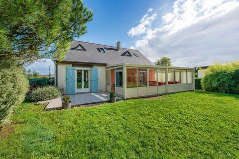 Spacieuse maison à Port en Bessin rénovée avec goût, pour profiter en famille ou entre amis. Vous pourrez profiter d'un vaste jardin privatif. Les plus petits comme les plus grands pourront jouer au ping-pong.