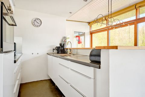 This stylish 3-bedroom bungalow in Noordwolde is perfect for a small group of 6 or a family travelling with children. There is also a garden equipped with furniture to unwind and enjoy the beauty. This bungalow is situated only 20 m away from the for...