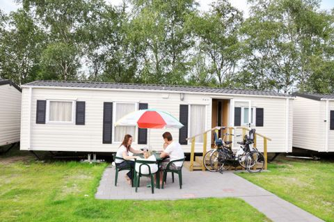 At Parelstrand Holiday Park, situated in the Belgian town of Lommel, you can relax surrounded by nature. The wooded surroundings offer a perfect opportunity for cycling or hiking in 'De lage Kempen', 'Kattenbos' or 'Lommelse Sahara' nature conservati...