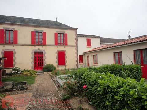 Typique maison Vendéenne qui offre le moyen d'agrandir l'habitat actuel. Elle offre 118m2 habitables sur 2 niveaux avec la possibilité d'aménager 2 be
