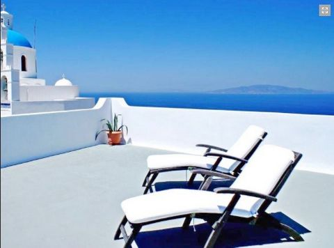Hotel at Oia Santorini with 19 spacious Apartments, ideally located in the heart of Oia Hotel 1700 sq.m. In plot 2000 sq.m. 2 Levels 19 Living Spaces (total 34 rooms) 19 living units :studios, apartments and superior rooms constructed with cycladic a...