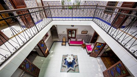 Charming riad in the heart of the Medina of Marrakech, in a lively shopping area. Composed of 3 bedrooms, 2 living rooms and a dining room as well as a traditional patio and a terrace overlooking the myriads of surrounding roofs. This riad has everyt...
