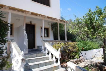 Ammoudara, Agios Nikolaos A great studio of 36.91m2 within a complex of 5 houses. The studios is located on a plot of 828.43m2. It has a veranda of 27.05m2 and consists of an open plan living area with bed and a bathroom. The property has a nice exte...