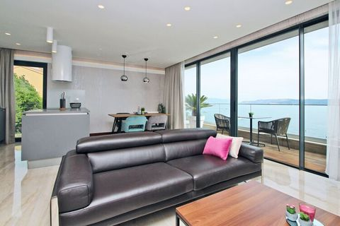 Apart Residence Villa Fran is a beautiful luxurious apartment complex, that consists of five apartments with a sea view. The modernly furnished apartment Fran 5 with a sea view is ideal for up to 4 persons. It is located on the first floor and consis...