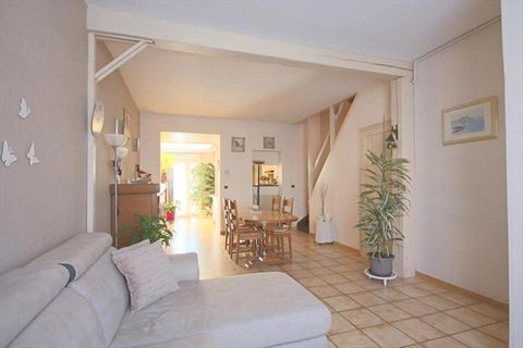 Située dans une rue prisée du Pharos / Sart, venez découvrir cette maison ancienne, avec façade de caractère d'environ 105 m² habitables. Elle vous of