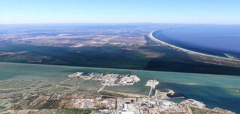 Terreno 180 000 m2 p/ INDÚSTRIA. Setúbal, Portugal. Vende-se terreno industrial com aptidão para LOGÍSTICA de combustíveis, para ARMAZENAGEM, para INDÚSTRIA pesada ou ligeira e similares. Dispõe de acessos por vias rápidas de, e para, Lisboa. Próximo...