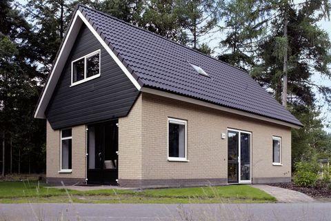 Deze luxe en vrijstaande bungalow ligt op het bosrijke Landgoed het Grote Zand. U kunt er verblijven met maximaal vijf volwassenen of vier volwassenen en twee kinderen. Dit ivm de bedstede op de eerste etage. Deze is geschikt voor of twee kinderen, o...
